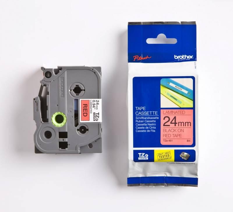 Billede af Labeltape Brother TZe451 24mm sort på rød lamineret